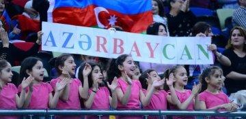 Azərbaycanlı qızların möhtəşəm himn ifası