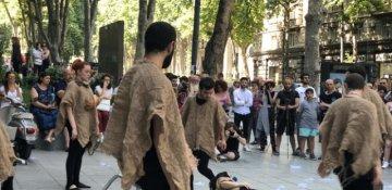 ADO teatrı Tbilisi küçəsində tamaşa keçirib - FOTO