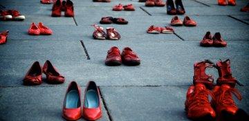Qadın cinayətlərinə 'qırmızı ayaqqabı'larla  etiraz - FOTO/VIDEO