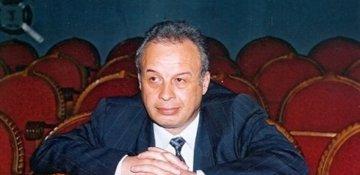 Firuz Mustafa Şərq və Qərb haqqında